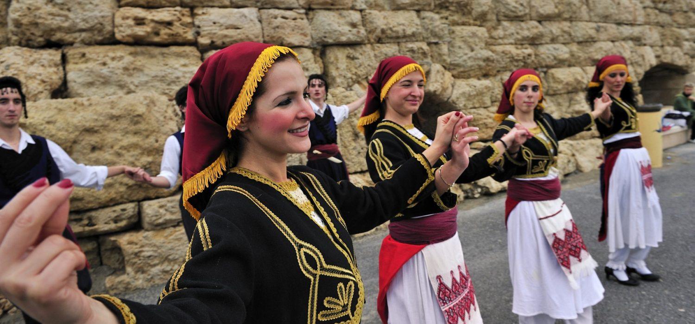 Traditional-Cretan-dance